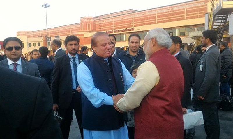 The handshake.─ Photo: Indian MEA