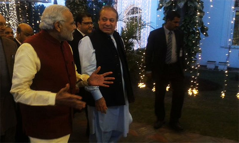 Modi arrives at PM's residence where Nawaz Sharif's grand daughter's wedding ceremony was held.─ Photo: Indian MEA.