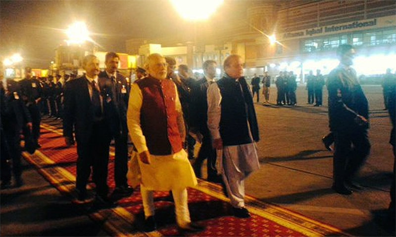 PM Nawaz accompanied Indian PM as he arrives at Lahore airport in the evening to leave for New Delhi.─Photo: Indian MEA