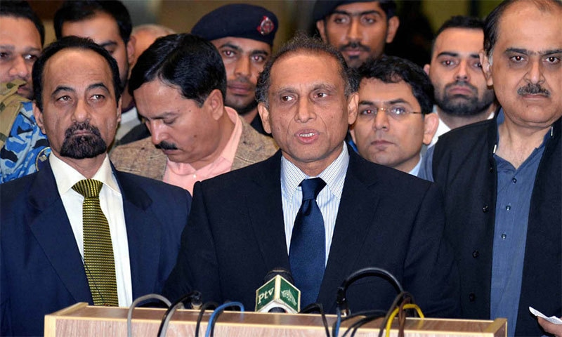 Foreign secretary Aizaz Chaudhry briefing media about Indian PM's visit.─Photo: PID