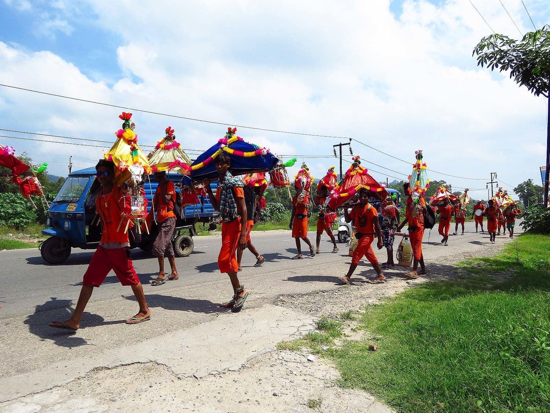 Pilgrims walking towards Haridwar.
