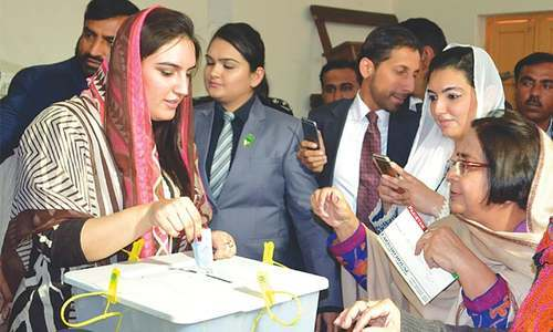 Bakhtawar Bhutto-Zardari casts her first vote as Aseefa takes her pictures.—Dawn