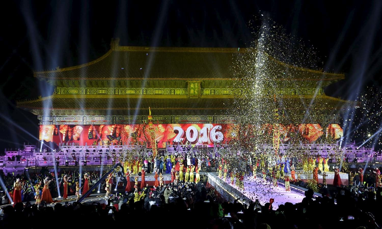 Dancers perform to celebrate the new year during a countdown event at Tai Miao, the imperial ancestral temple in the Forbidden City, in Beijing, China, January 1, 2016. REUTERS/Jason Lee