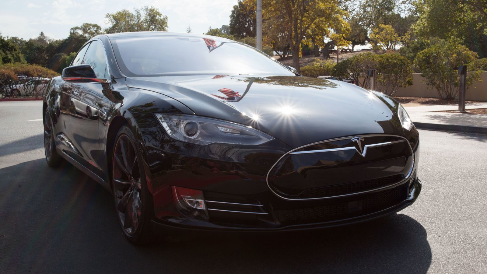 Tesla recently enabled the (partial) self-driving feature by simply pushing a software update over the internet (Photo: Quartz).