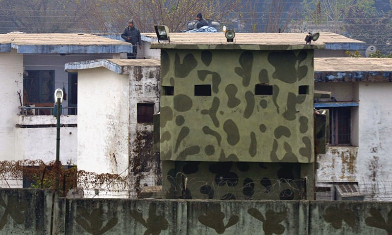 Indian air force personnel stand on the roof of a building at the base in Pathankot. ─ AFP