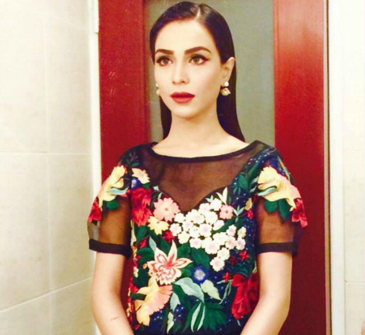 Humaima Malick clad in Mahgul paired with vampy lips and slick hair during her Dekh Magar Pyaar Se promos is one of Haiya's favourites.