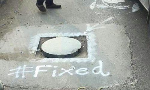 Karachi man, volunteers fix manholes after Sindh govt fails to