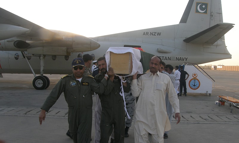 The injured and bodies were flown to Karachi by Pakistan Navy. —Photo: PN