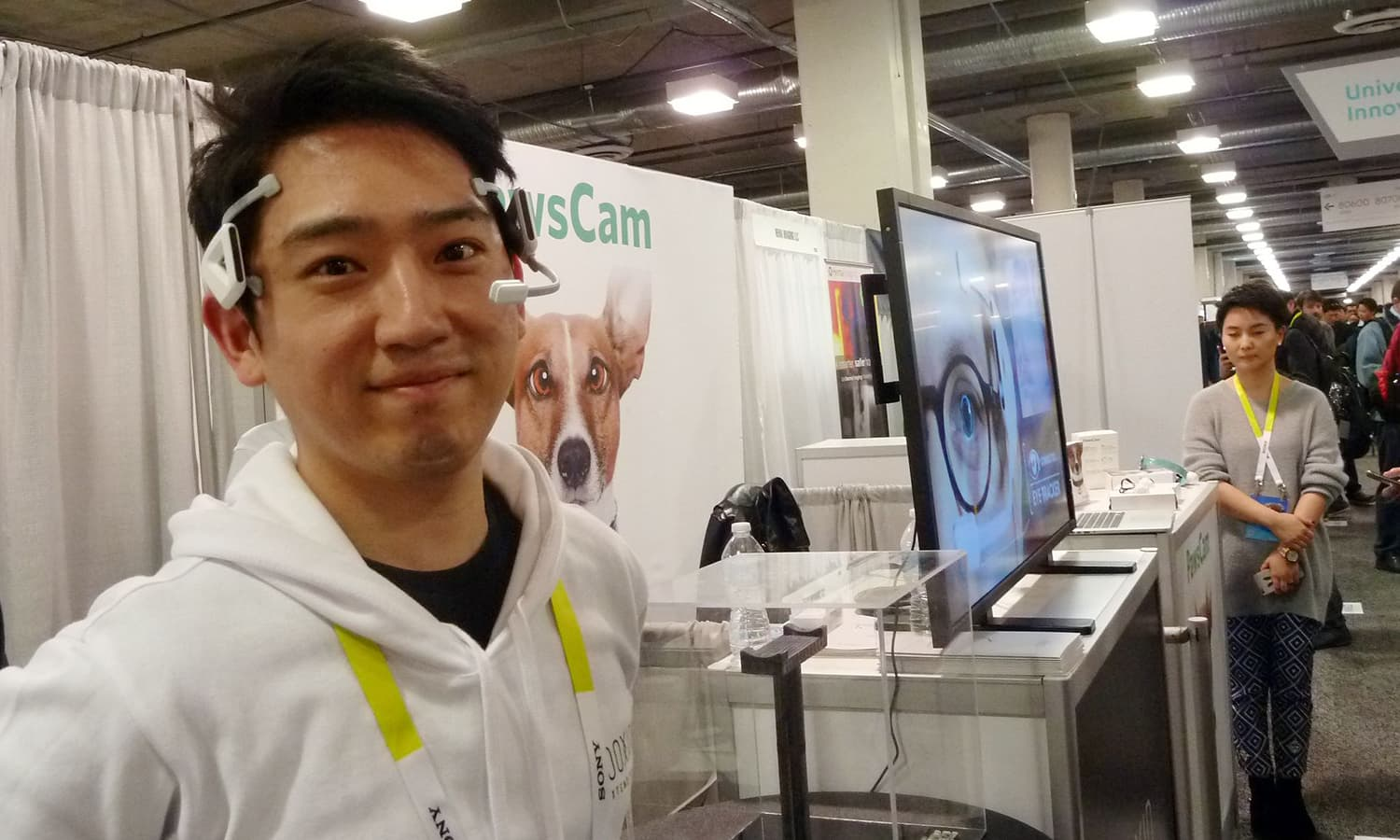Alex Chang of Looxid Labs demonstrates a brainwave headset at the Consumer Electronics Show. A new breed of neuro-hackers is finding new ways to capture and manipulate brainwaves for improved health, with potential to help the severely handicapped. ─ AFP