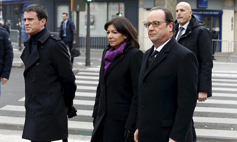 French President paid an  unannounced visit to the main mosque in Paris on Sunday.─ AFP