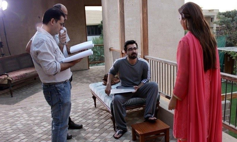 Hamza and Maya rehearse as Haseeb looks on – Photo courtesy Mann Mayal's official Facebook page