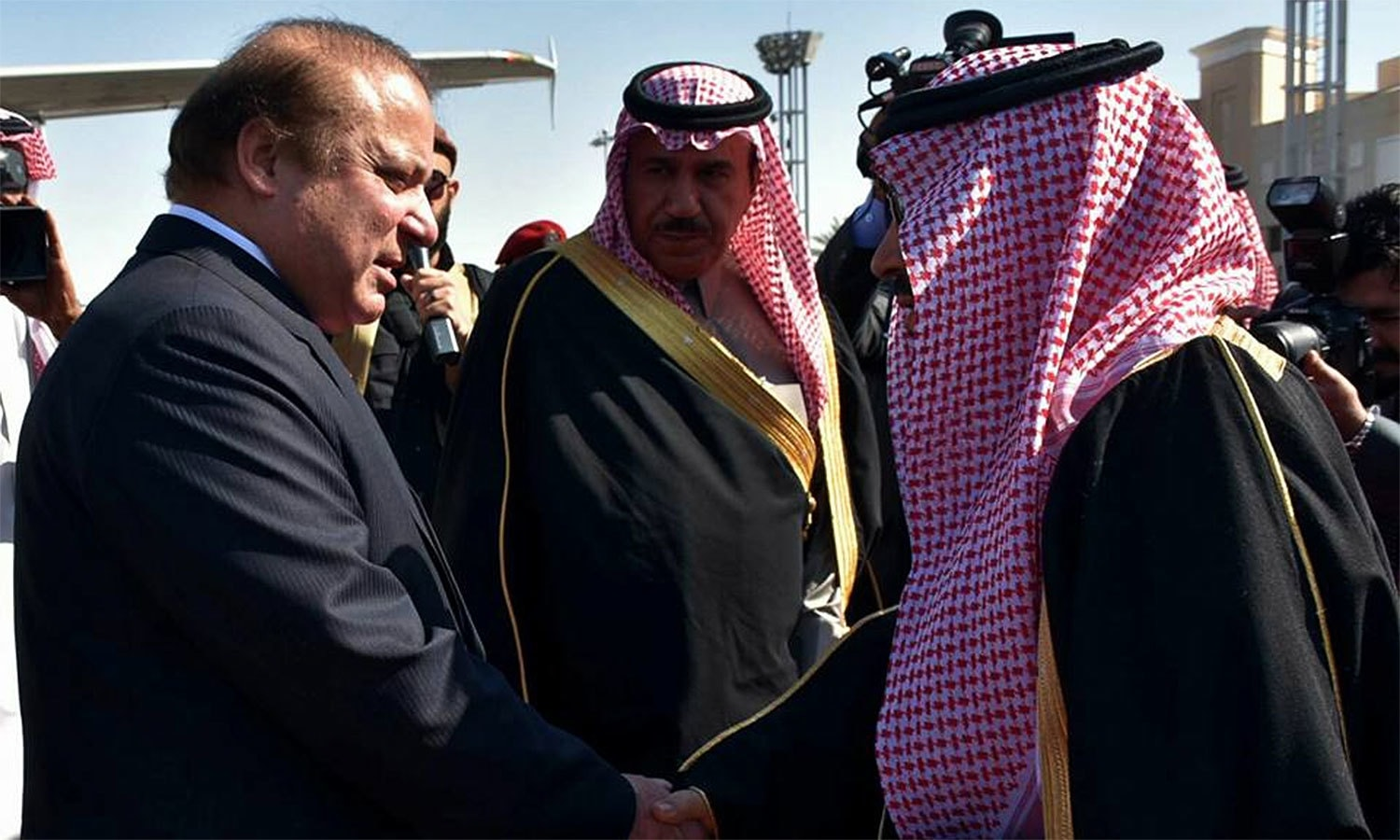 PM Nawaz greeted on his arrival by Governor of Riyadh Region Prince Faisal bin Bandar bin Abdulaziz.─Photo: PMO