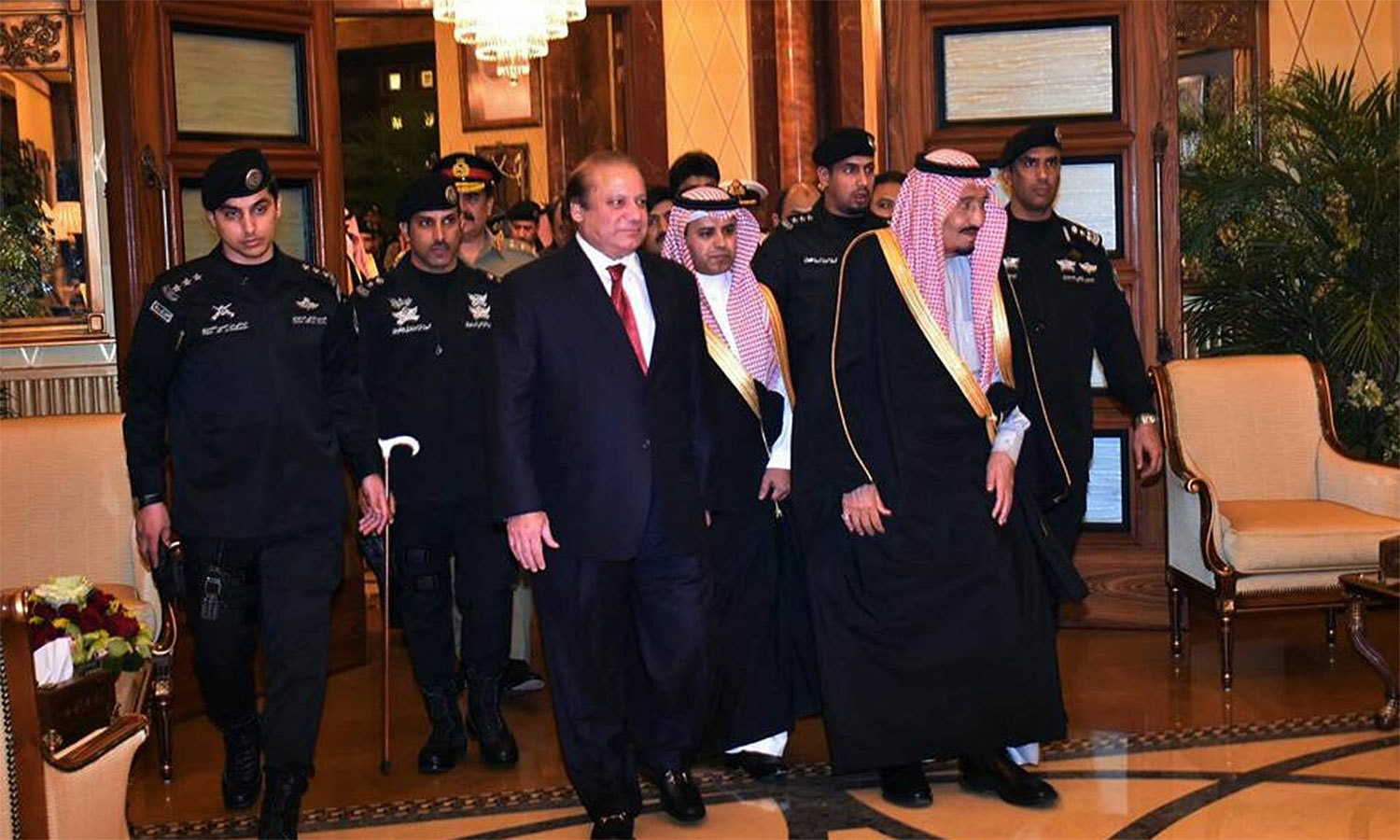 PM Nawaz received by Saudi King Salman at the Royal Palace in Riyadh.─Photo: PMO