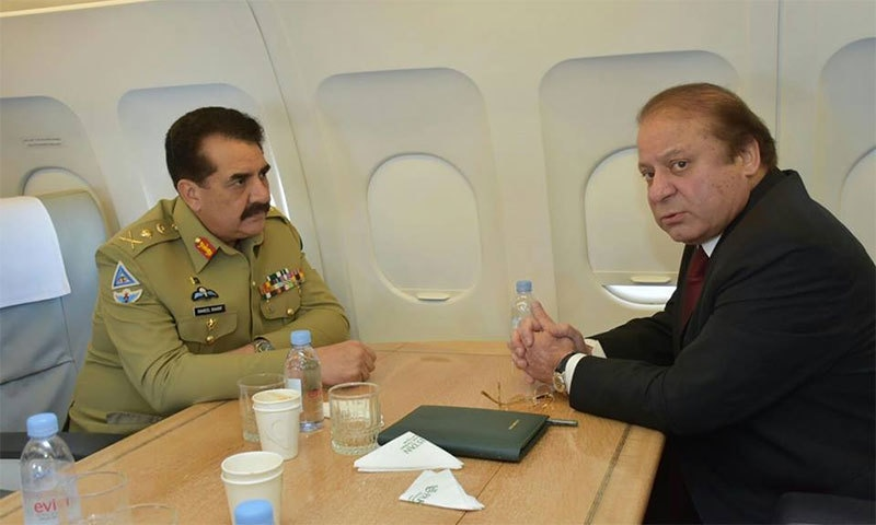 PM Nawaz and COAS Raheel Sharif onboard an aircraft enroute from Saudi Arabia to Iran.─ Photo: PMO