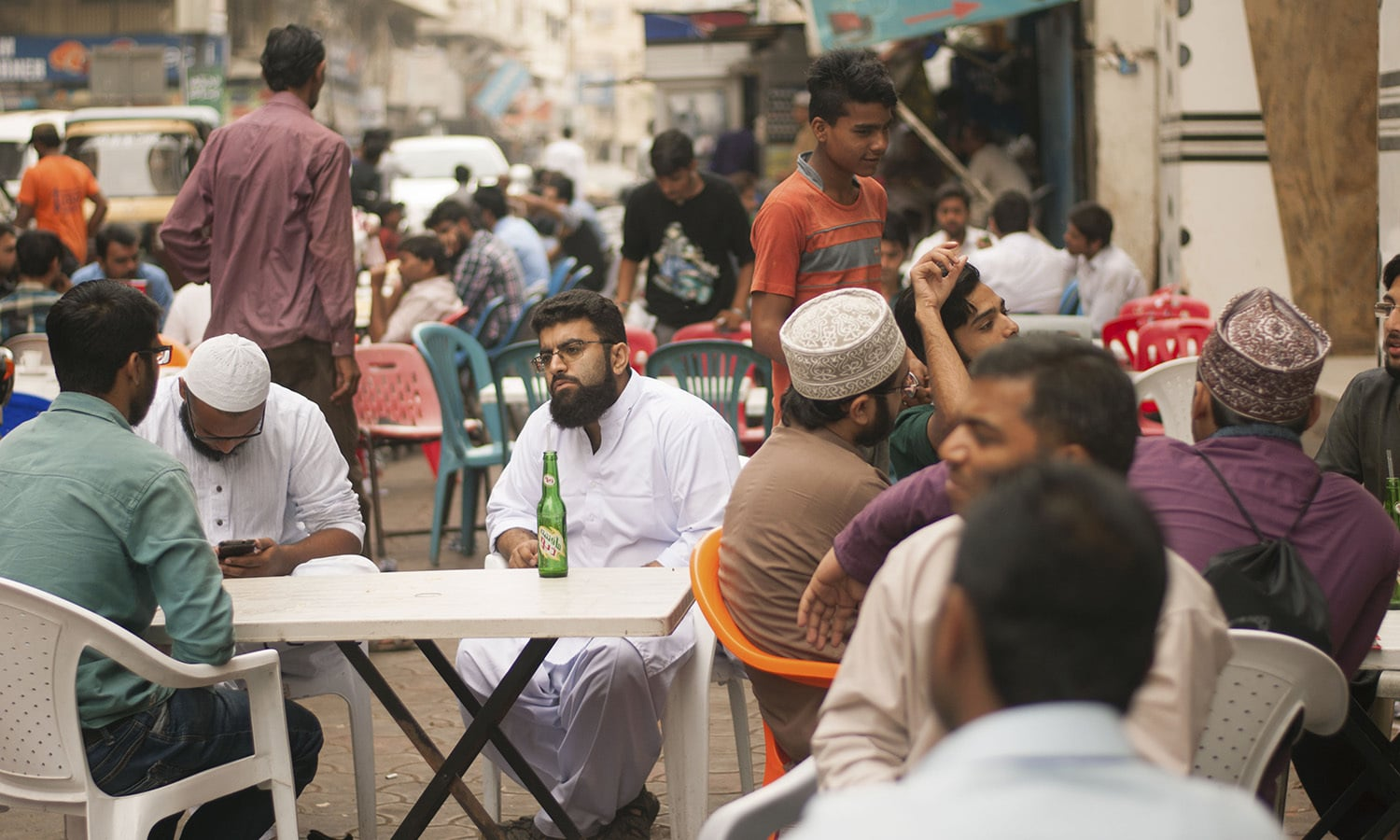 A typical dhaba scene has a nightmare male:female ratio. —Photo courtesy Girls at Dhabas