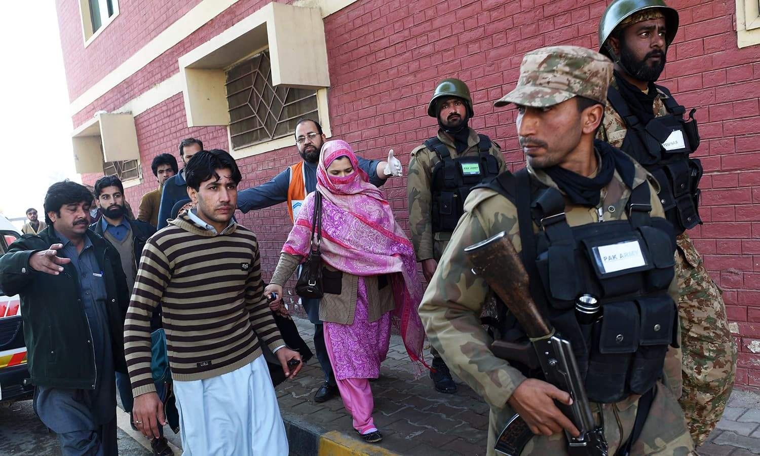 Pakistani army soldiers rescue people from Bacha Khan university. -AFP