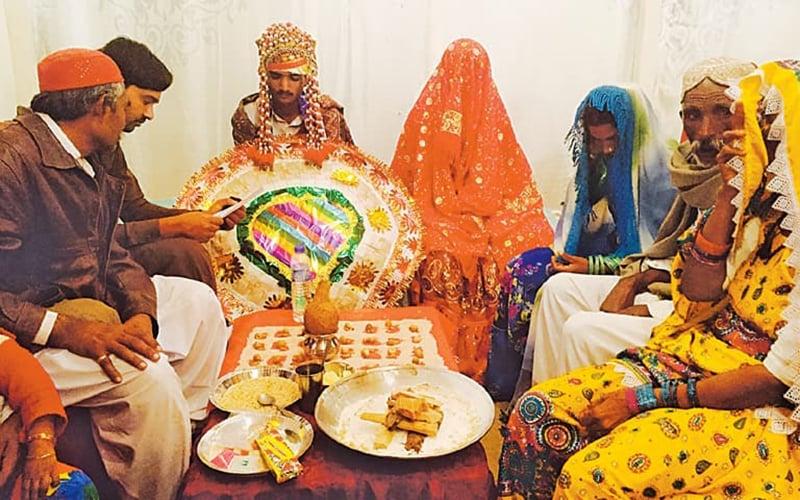 60 Hindu couples tie the knot at Karachi mass wedding - Pakistan