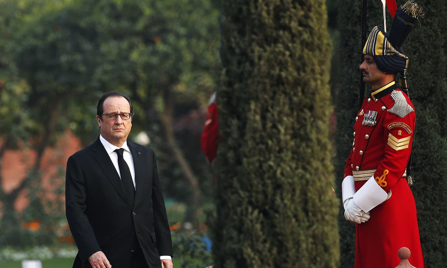French President Francois Hollande arrives to attend the 'At Home' reception at the Rashtrapati Bhavan presidential palace after India's Republic Day parade. ─ Reuters