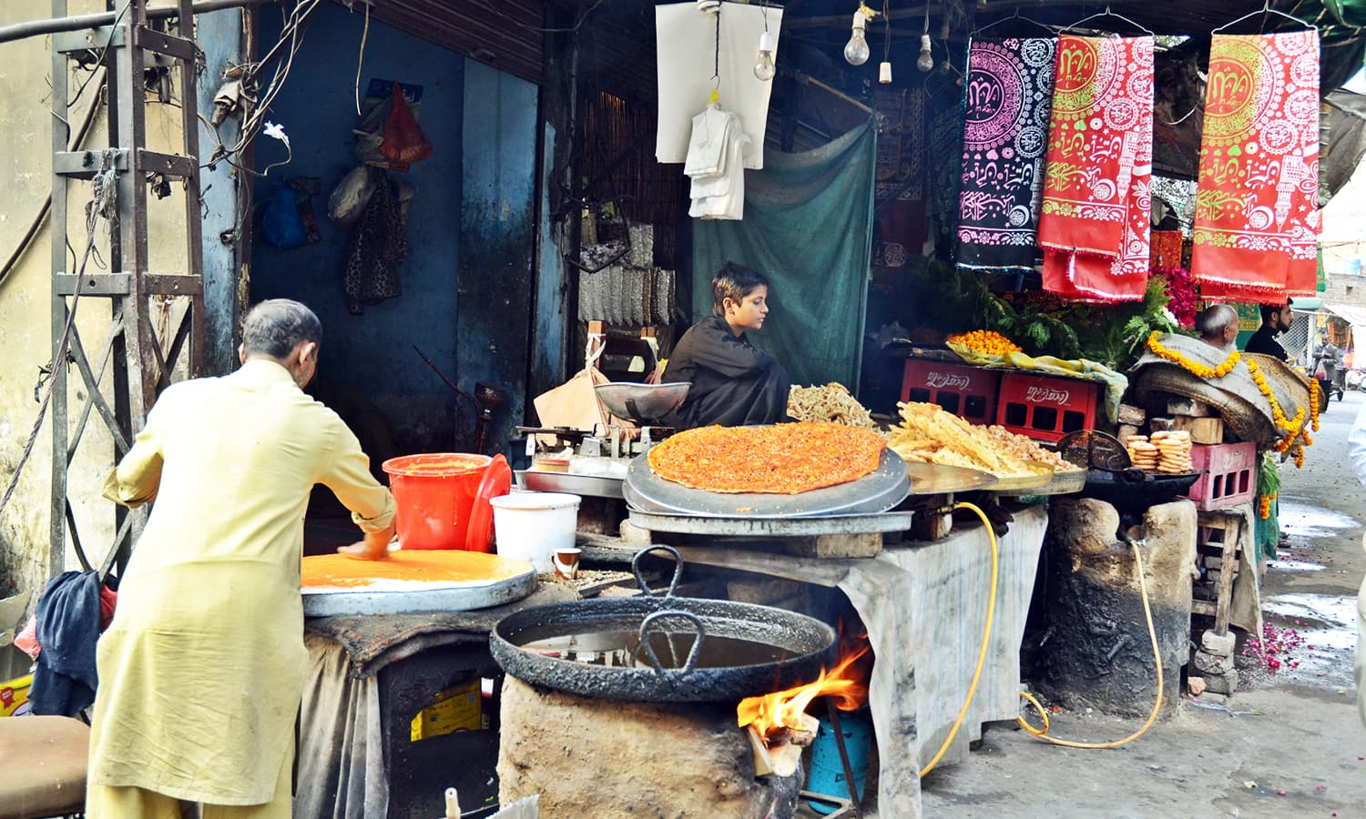 Vendors selling food. —Photo by Abdullah Khan