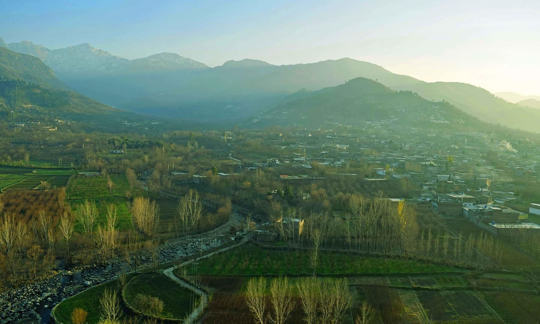 گاؤں منگلور کا ایک طائرانہ منظر.