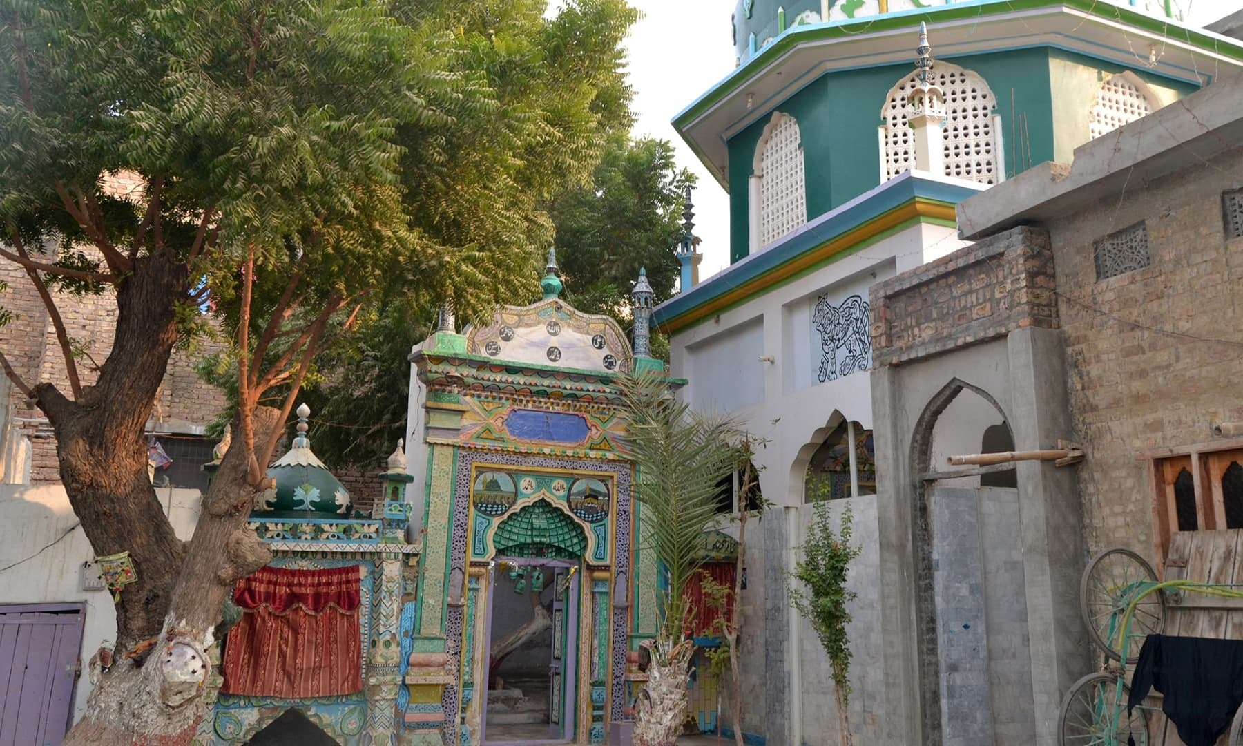 The outside view of the Shrine of Aarib Shah Bukhari.