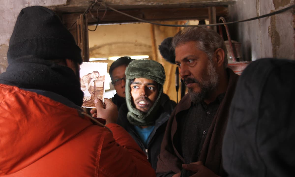 Jami directs the cast of Moor on location   Courtesy Azad Film Company