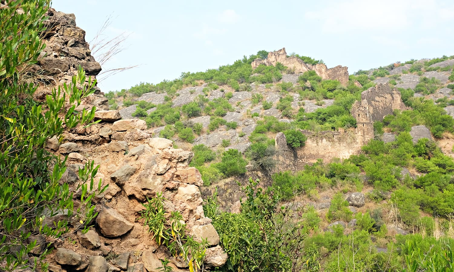 I see first signs of the fortified wall which is supplemented with ridges at many places.