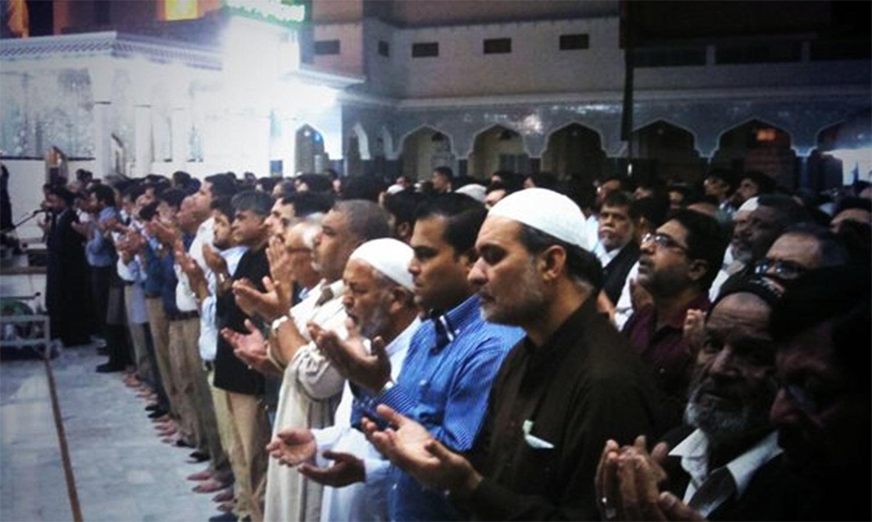 MQM leader Rehan Hashmi and JI leader Hafiz Naeem attending Inayat Raza's funeral. ─Photo courtesy: Rehan Hashmi/Twitter