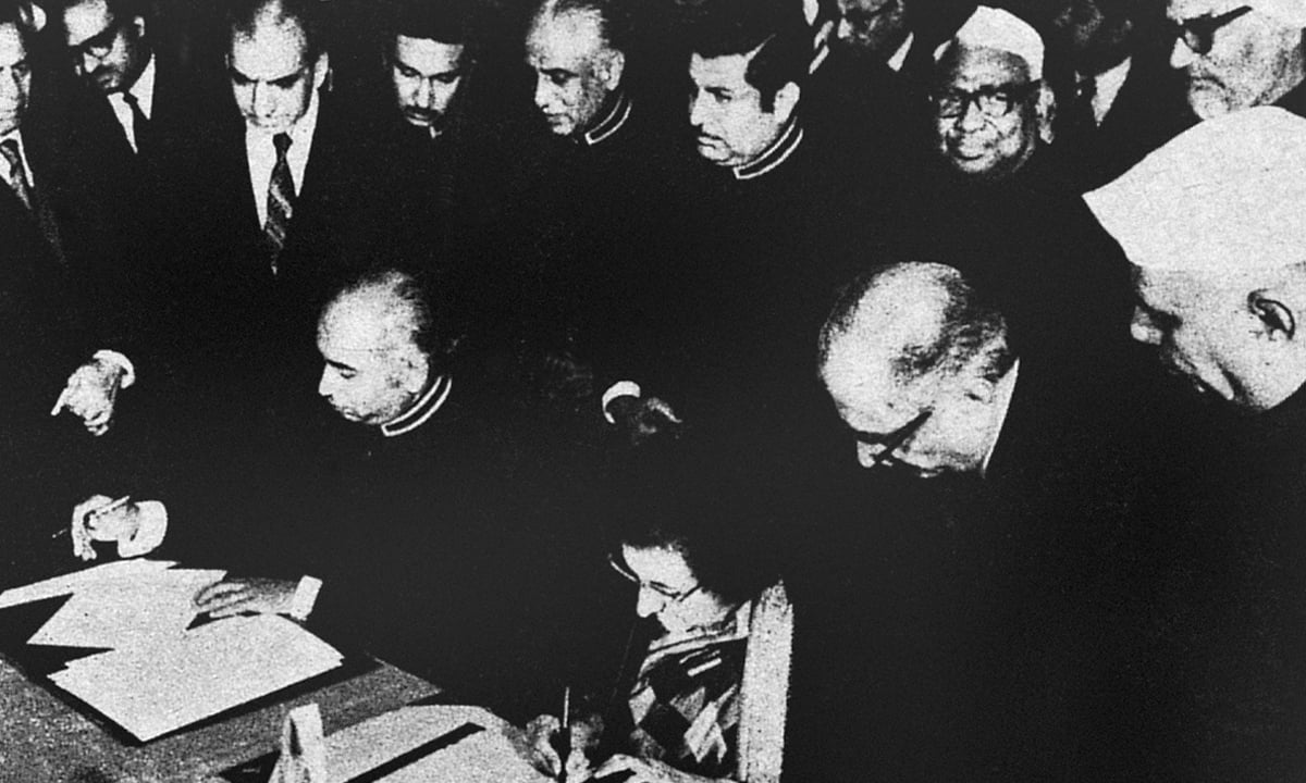 Zulfikar Ali Bhutto and Indira Gandhi sign the Simla Agreement | White Star Photo Archives