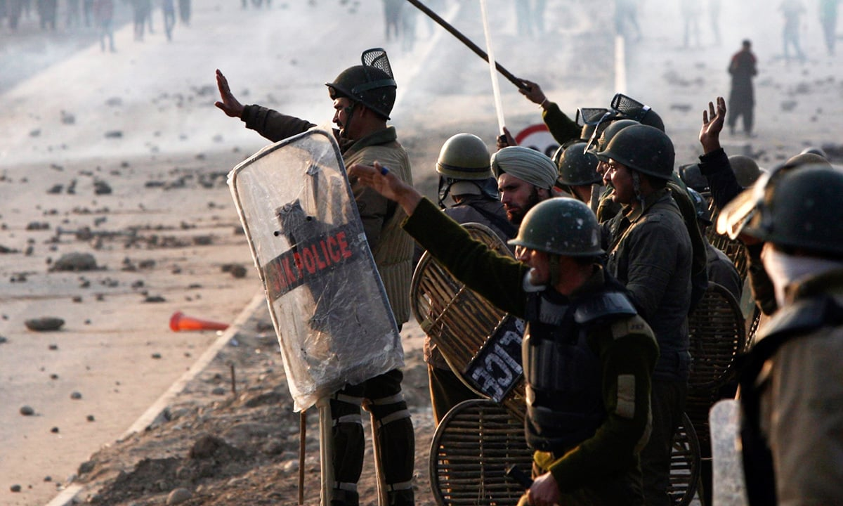 Police and protesters clash in Kashmir   Mukesh Gupta, Reuters