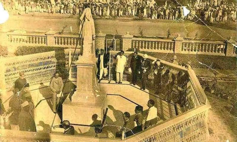 رائے بہادر ادھو داس کے مجسمے کی رونمائی کی نایاب تصویر۔ — dalsabzi.com