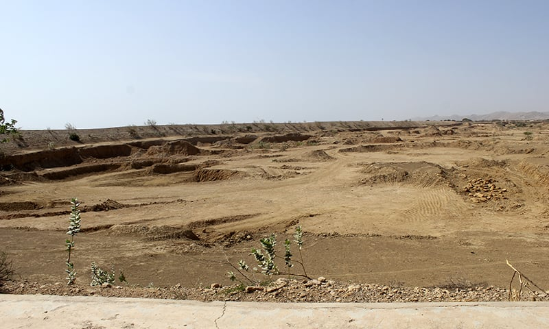 Mafias have excavated sand and soil from a dam in Deya Lal Bhakar. ─Photo by author