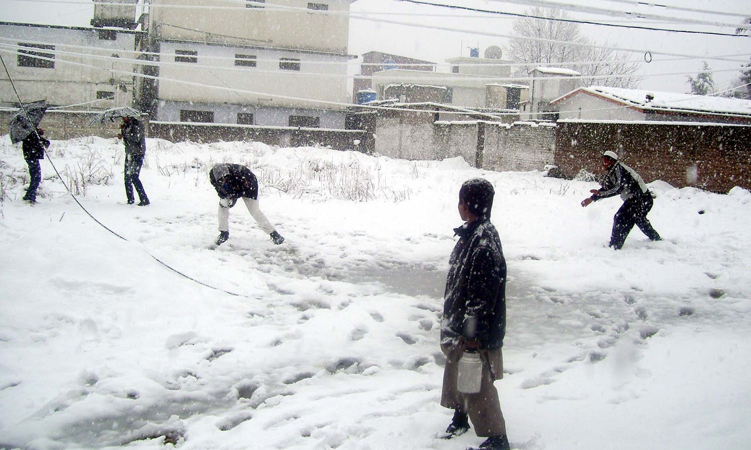 Children playing in  in a snow covered area in Abbottabad. ─PPI