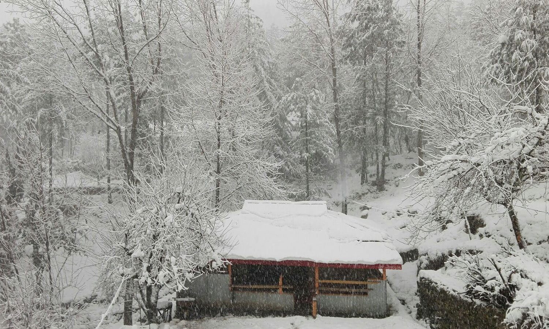 Snow covered houses in Azad Kashmir ─ Manzar Elahi Turk