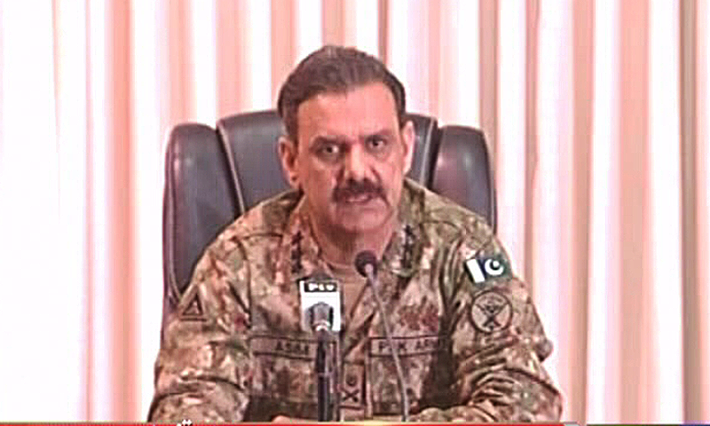 DG ISPR Lt Gen Bajwa addresses a press conference in Karachi on the successes of Karachi operation.—DawnNews