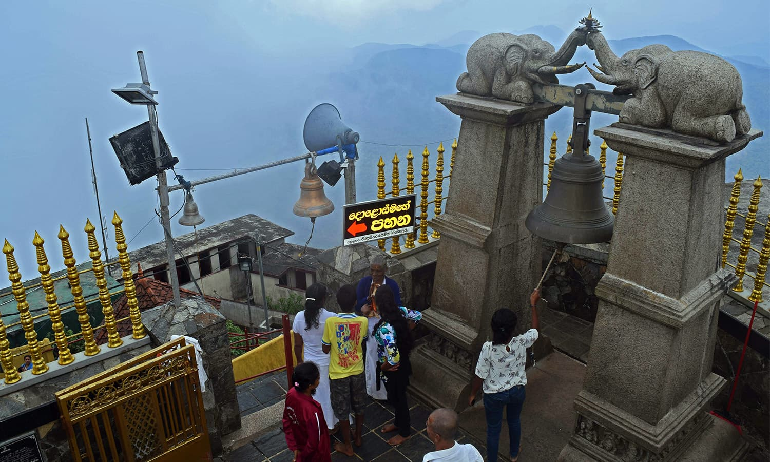 The bells fixed closer to the holy footprint rung by Buddhist pilgrims once they reach the summit. ─Photo by the author