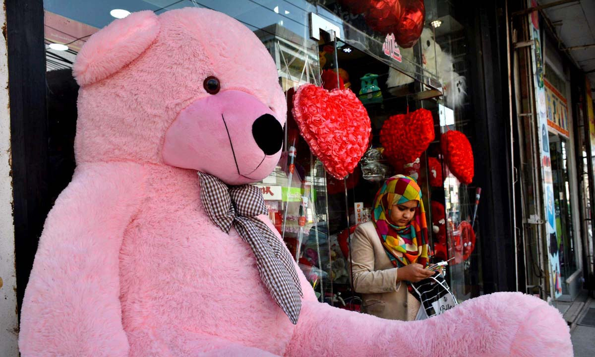 Valentine's Day related stuff displayed outside a shop at Bank Road in Rawalpindi.─ APP