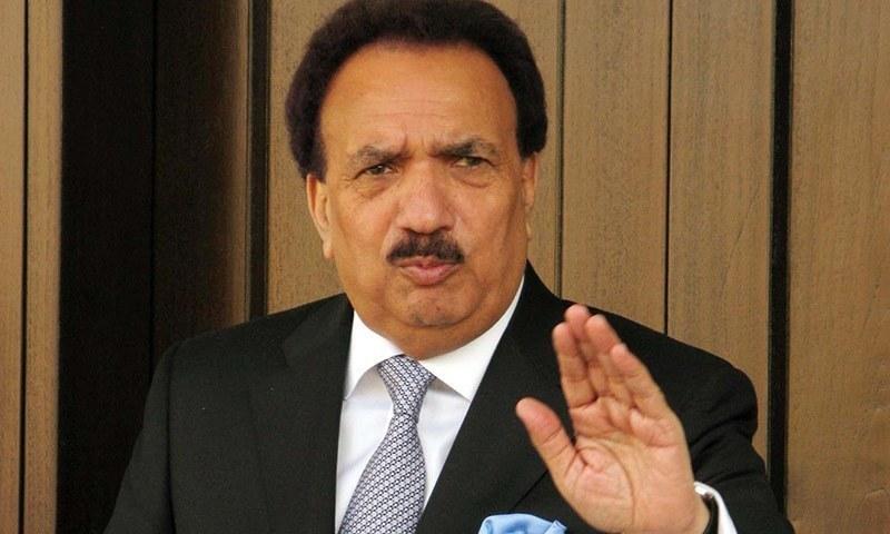 رحمان ملک کا کہنا تھا کہ ان کے خلاف دائر پٹیشن میں ان کے والد کو گالی دی گئی ہے. — پی پی آئی/فائل