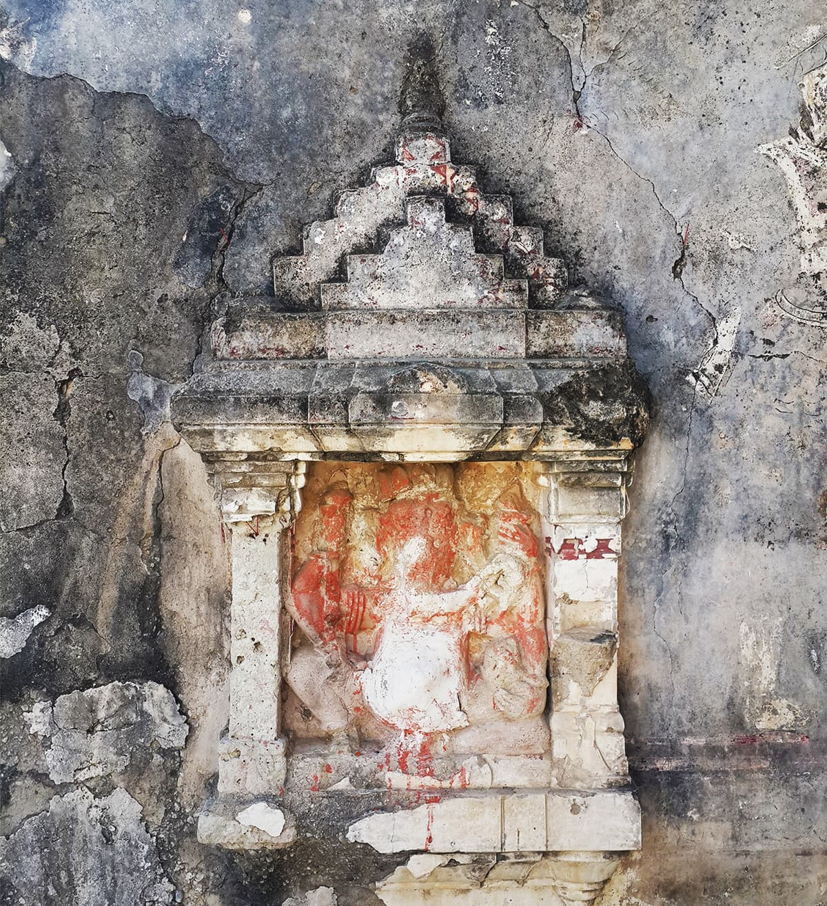 Carving on an outer wall of the temple. — Photo by author