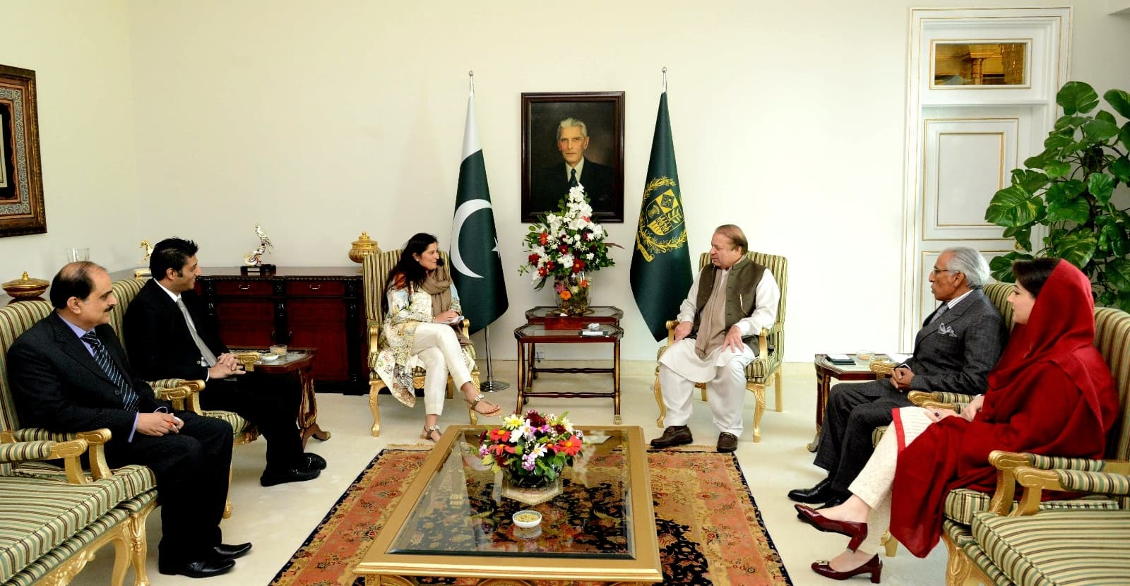 Sharmeen met with the Pakistani Prime Minister Mian Nawaz Sharif to discuss the eradication of honour killings in Pakistan - Publicity photo
