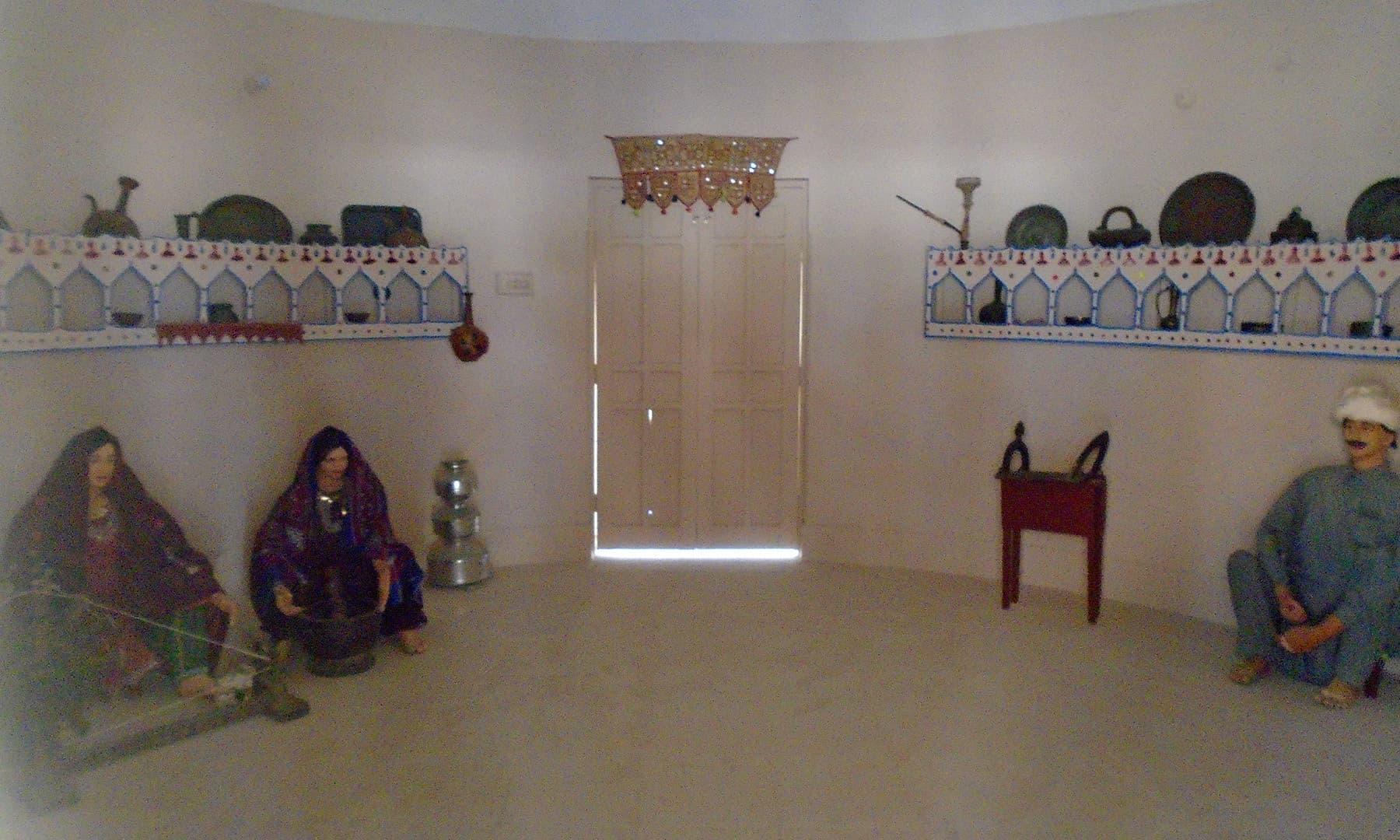 میوزیم کے اندر ماروی کے گھر کا منظر پیش کیا گیا ہے.