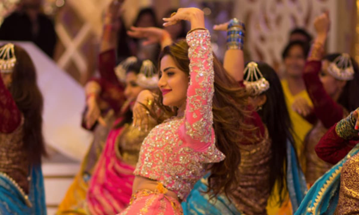 A screen grab from the song 'Fair & Lovely Ka Jalwa' featured in the film Jawani Phir Nahi Ani