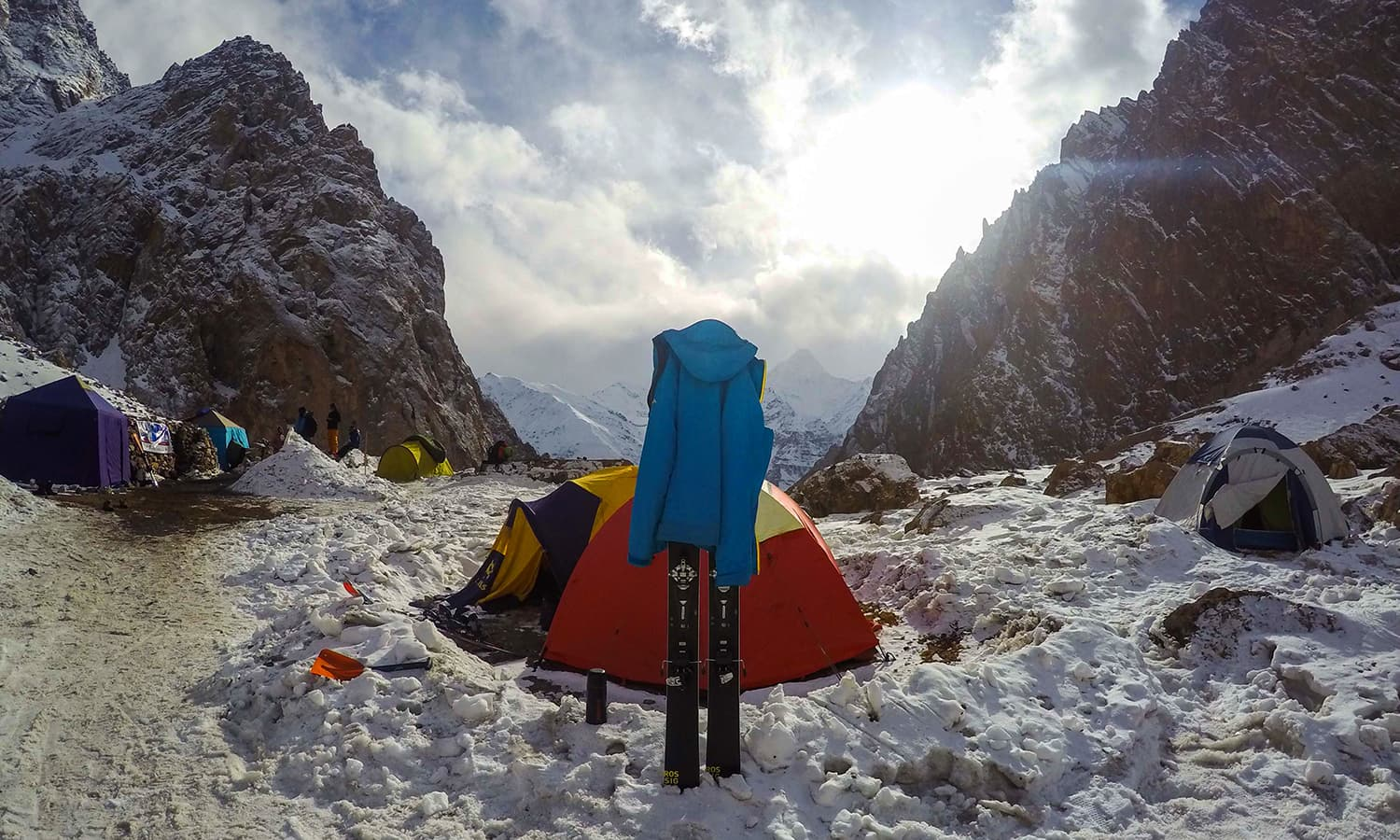 Camping in the snow and skiing at 4,000m in Pakistan. — Photo by author