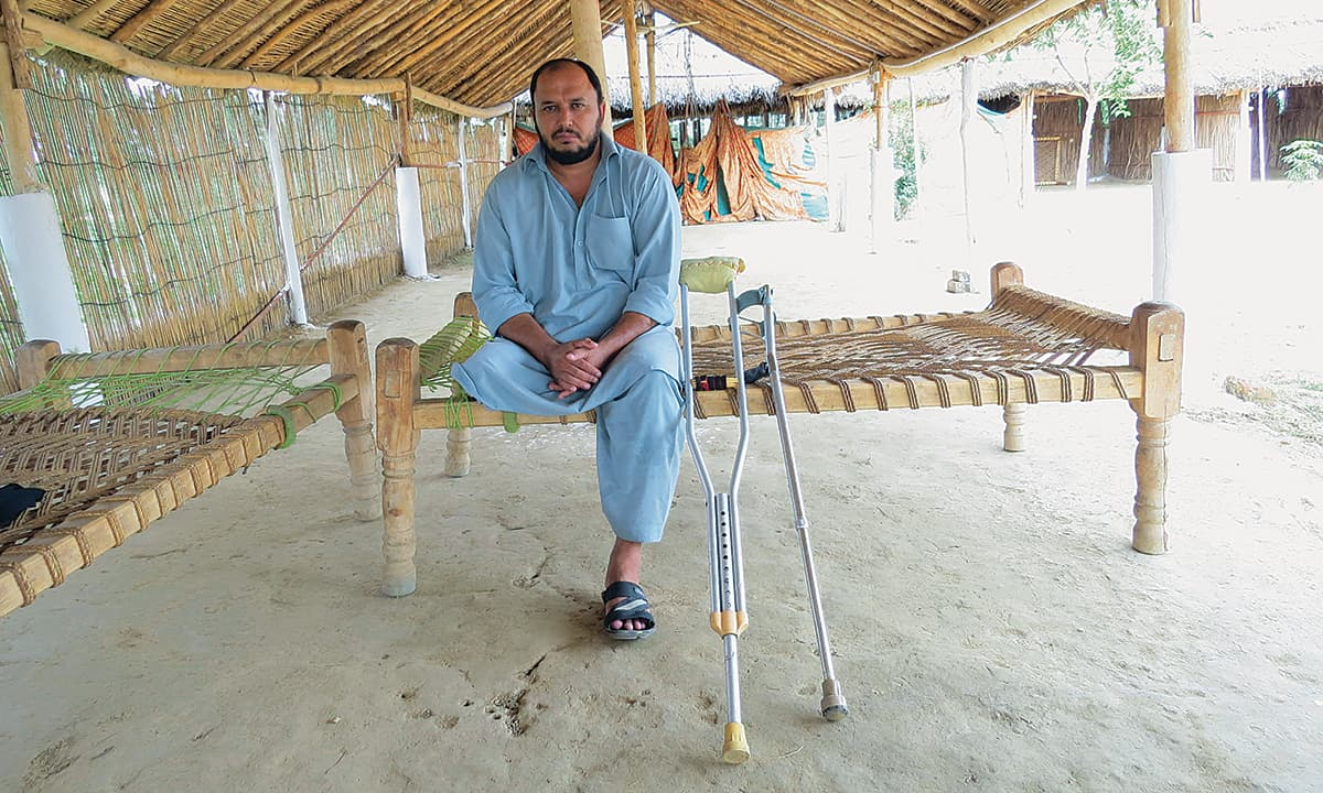 Abdul Wahab who lost his leg in a blast | Aurangzaib Khan