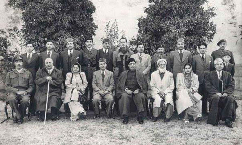 *Wali-e-Swat* Miangul Jahanzeb with former Prime Minister Liaqat Ali Khan and *Badshah sahib.* ─ Photo courtesy to Swatnama