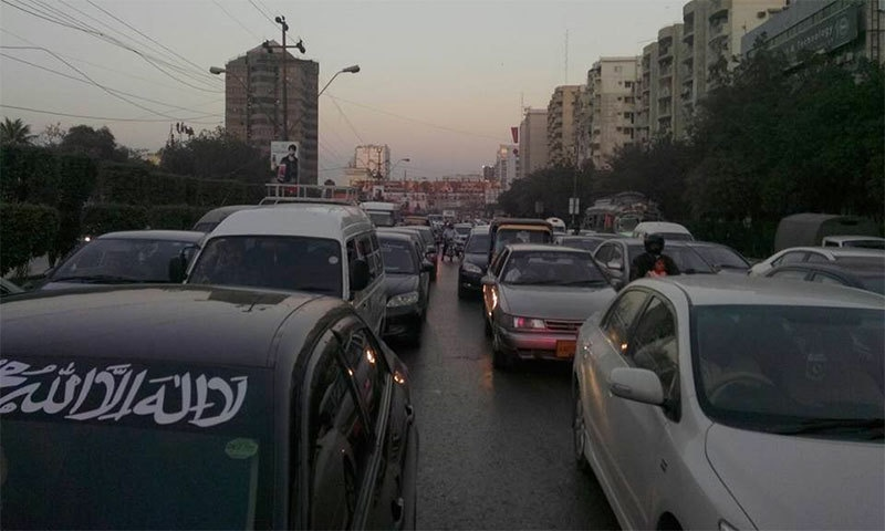 Pro-Qadri protesters block Karachi roads, cause traffic jam