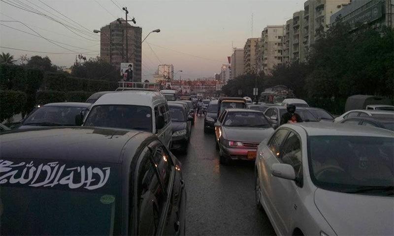 Shahrah-i-Faisal is the worst-hit among Karachi roads blocked by pro-Qadri protesters.─ Photo: Sohaib Ahmed/Facebook