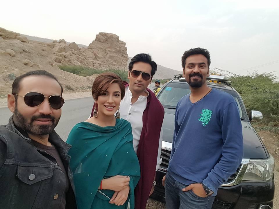 Director Nadeem Baig with Mehiwsh Hayat, Humayun Saeed and Qasim