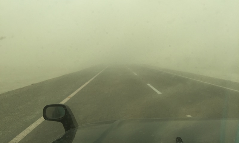 Sandstorm hits the main Pak-Iran border road on way to Sutkagen Dor which is 57 kilometers away from Gwadar city.─Photo by author