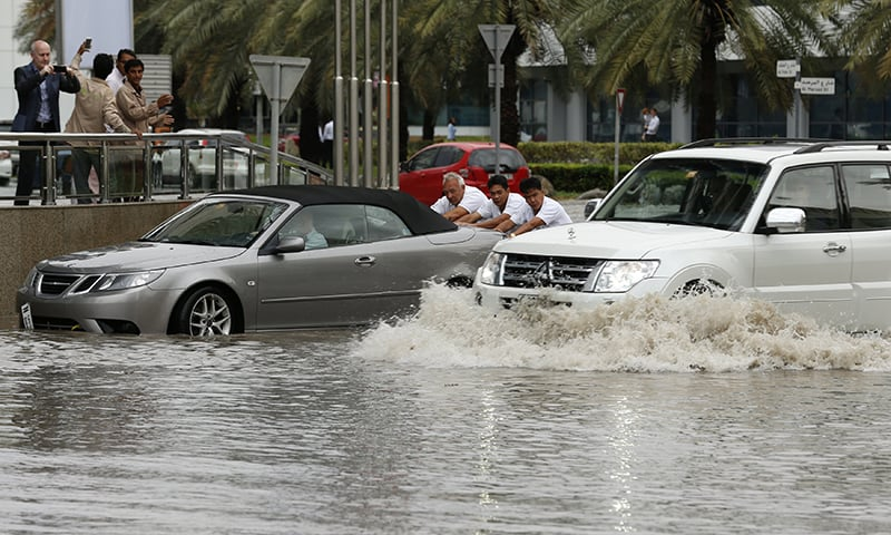 Heavy rains pause Abu Dhabi flights, close Emirates schools